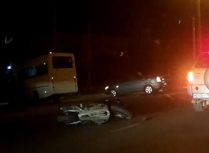 В Севастополе маршрутный автобус сбил девушку-мотоциклиста