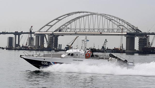 Киев обвинил РФ в задержке более 150 иностранных судов в Керченском проливе
