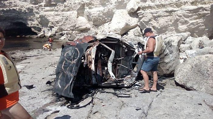 На Тарханкуте машина слетела со скалы
