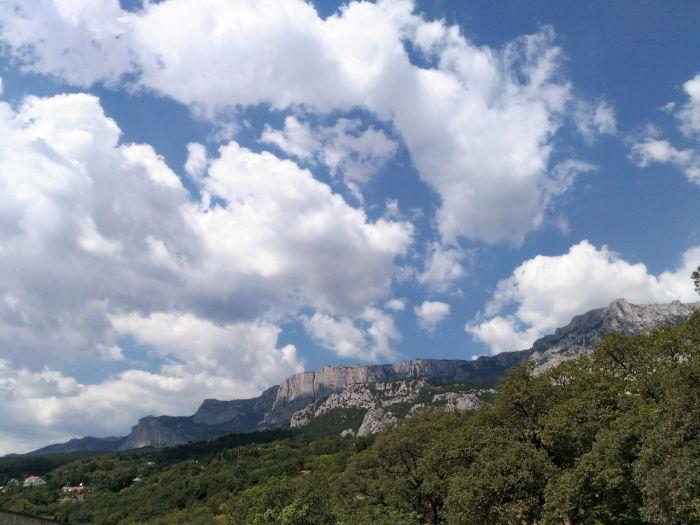 В горах Крыма искали 20-летнюю туристку