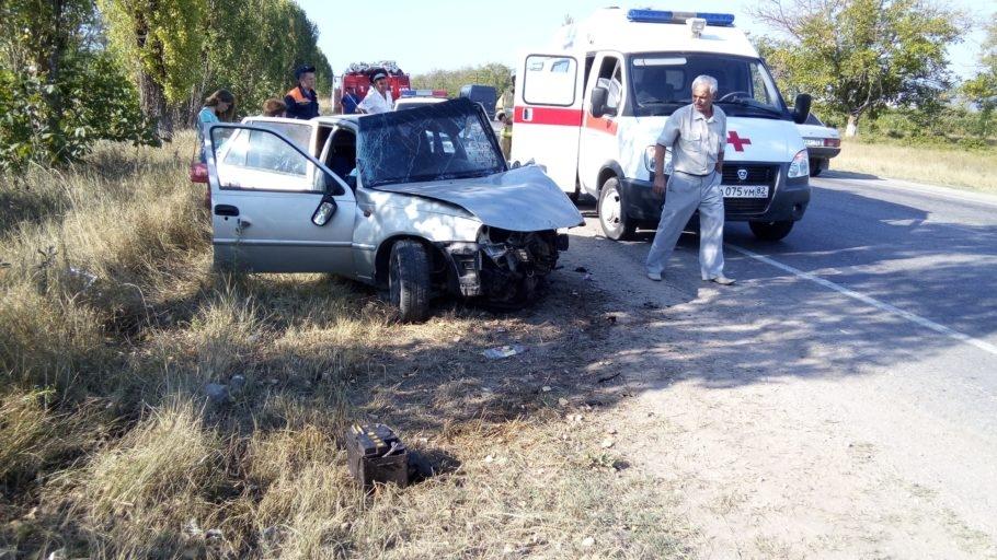 ДТП на крымской трассе: машина «всмятку», водитель в больнице