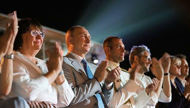 Владимир Путин посетил открытие оперного фестиваля в Херсонесе