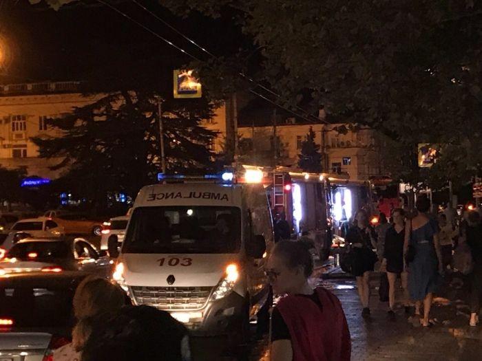 В центре Севастополя вновь загорелось кафе: пламя перекинулось на квартиру