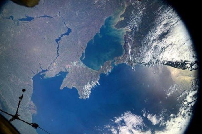 Роскосмос опубликовал снимок Крыма, сделанный космонавтом с борта МКС