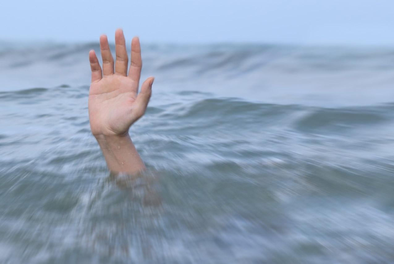 В Ялте в бушующем море утонул подросток: его личность устанавливается