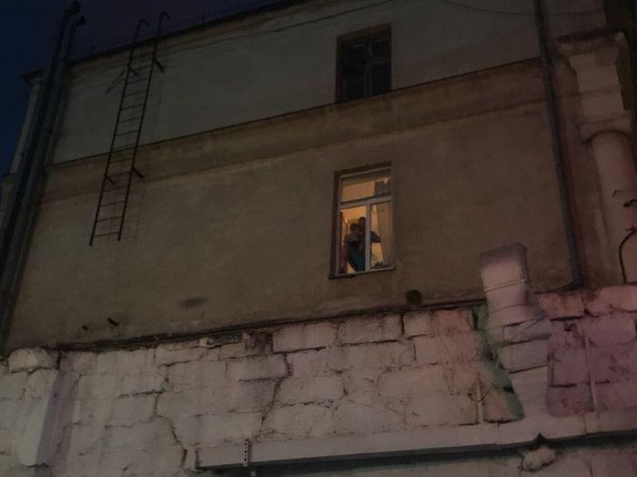 Прохожие эвакуировали из окон женщин с детьми при пожаре в севастопольском кафе