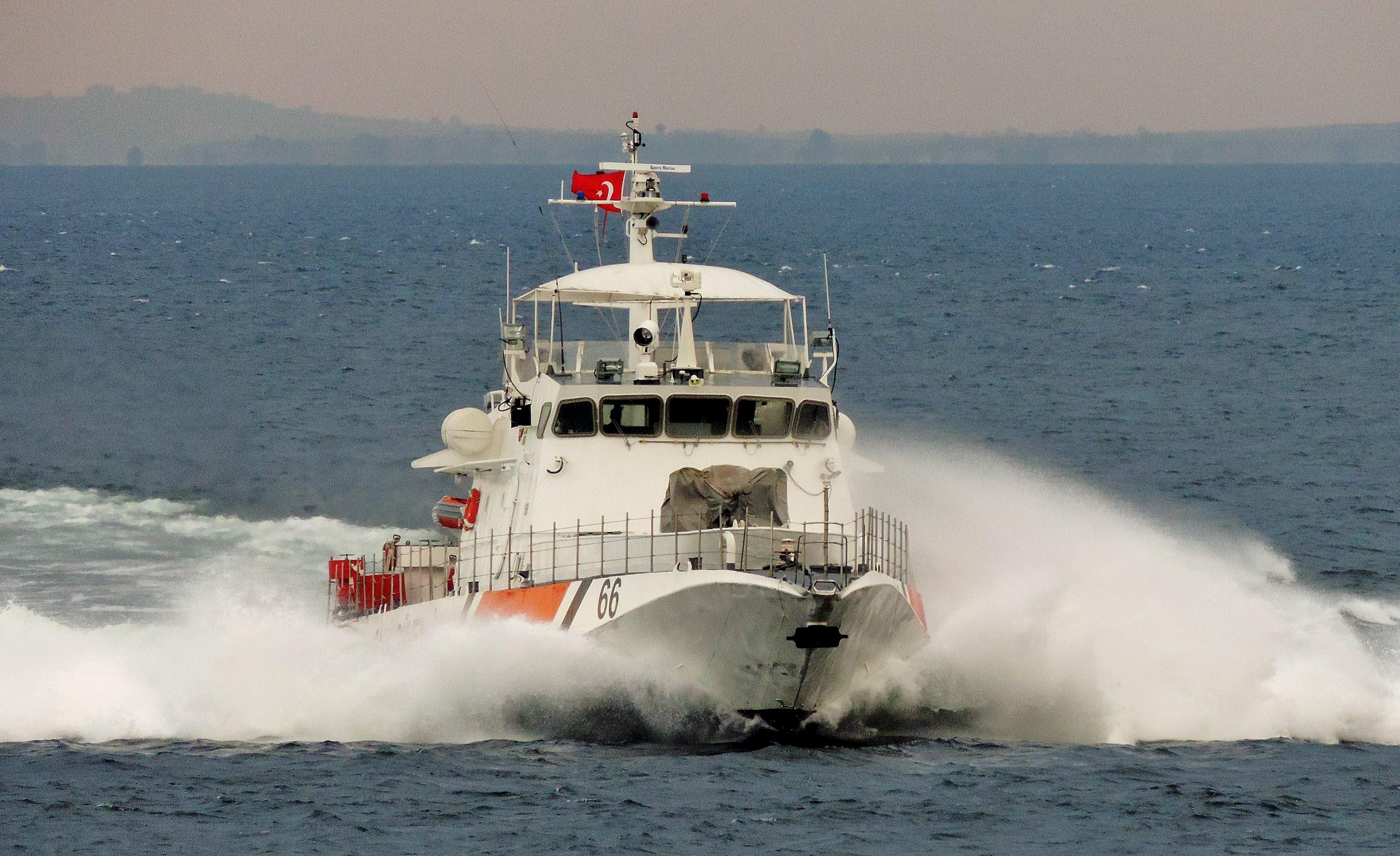 В Турции задержан плывший на плоту из Крыма путешественник
