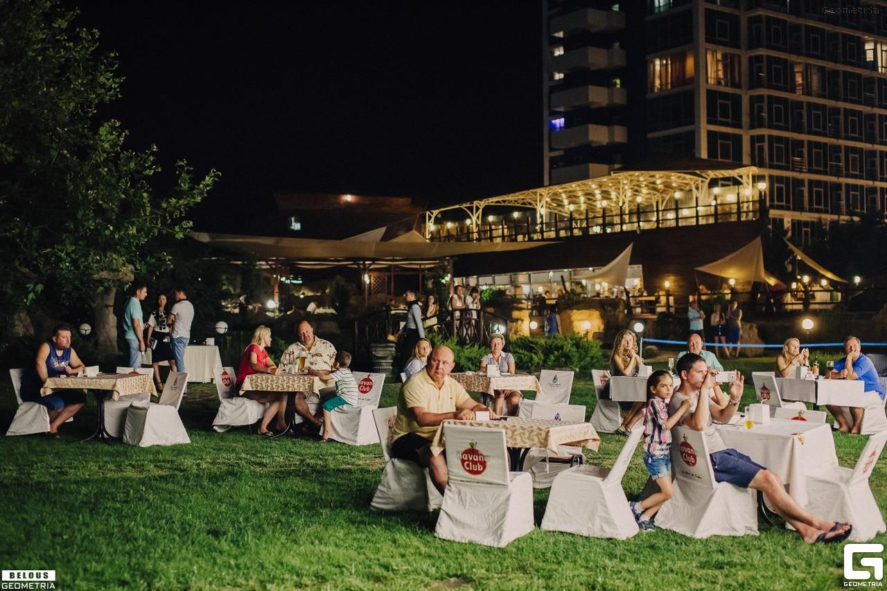 Гриль-меню, музыка и вино: в Севастополе проведут «Пикник у моря»