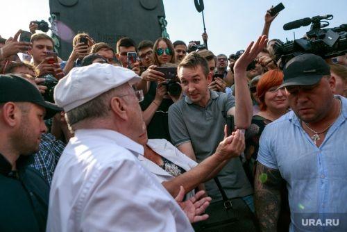 Украинец, избитый Жириновским на акции в Москве, пропал