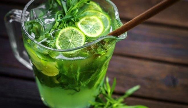 Как лимонад «Тархун»: в центре Ялты река Быстрая приобрела необычный зеленый цвет