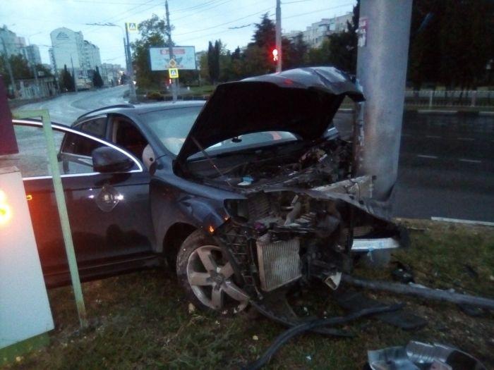 В Севастополе иномарка на скорости «влетела» в столб