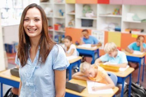 Кабмин предложил повысить зарплаты учителям и врачам