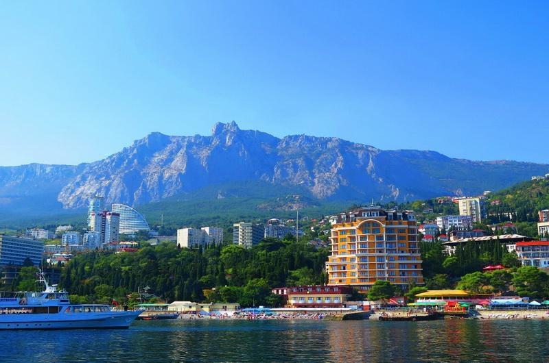 Три крымских посёлка вошли в рейтинг самых дорогих летних курортов России