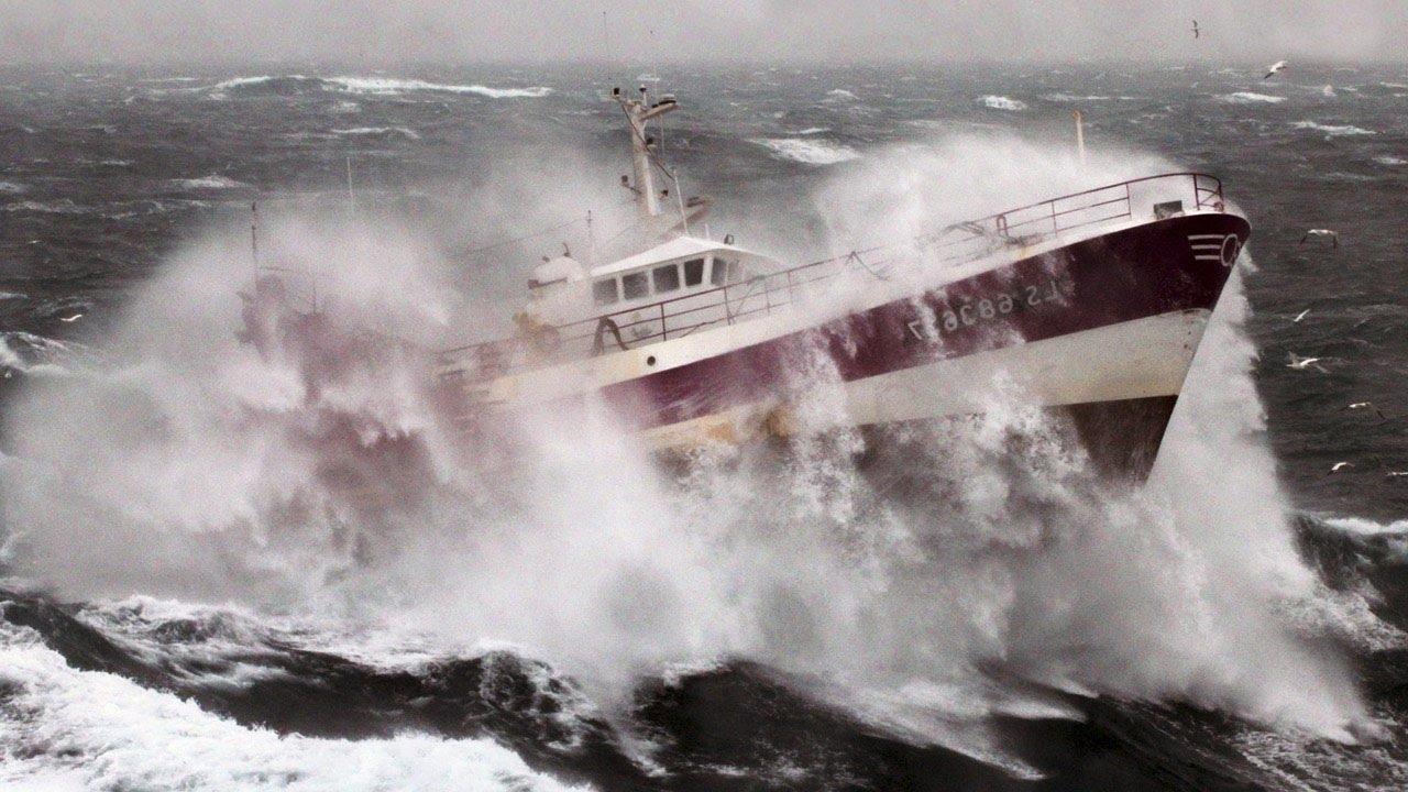 В Керченском проливе столкнулись пять судов