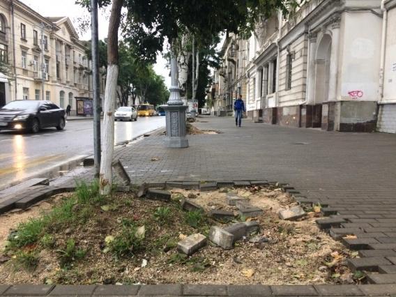 Стало известно, когда в Севастополе завершат ремонт тротуара по ул. Ленина