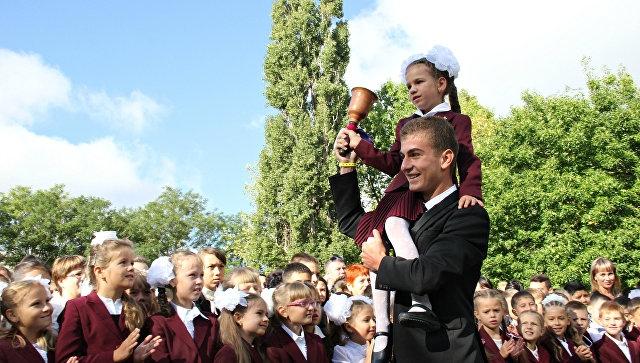 На севере Крыма сократят школьные линейки из-за химических испарений