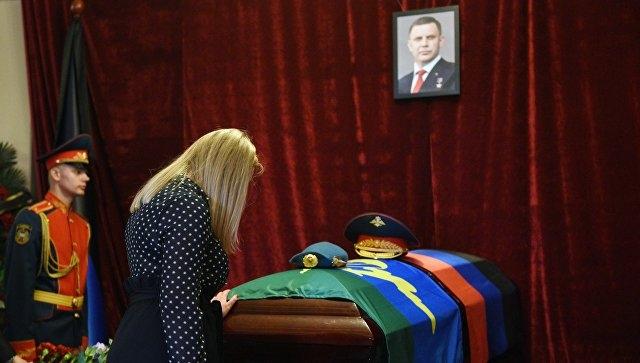 Как проходит церемония прощания с Захарченко в Донецке — фоторепортаж