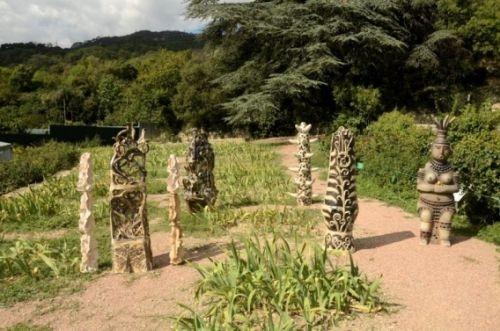 В Никитском ботсаду поселились гигантские керамические скульптуры