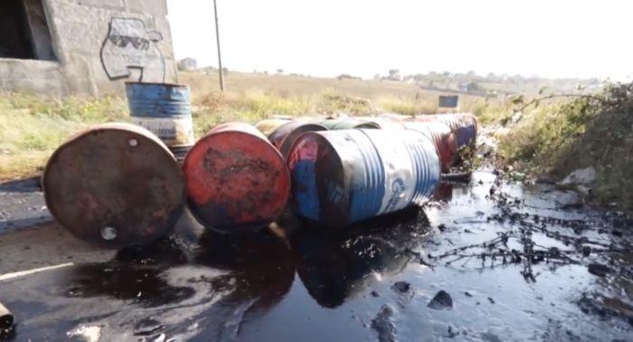 На Фиоленте обнаружили 18 бочек с нефтяными отходами