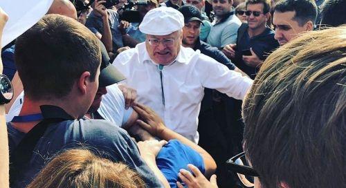 Жириновский подрался с обозвавшим его мужчиной