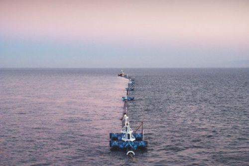 В Тихом океане запустили первую в мире систему для сбора пластика