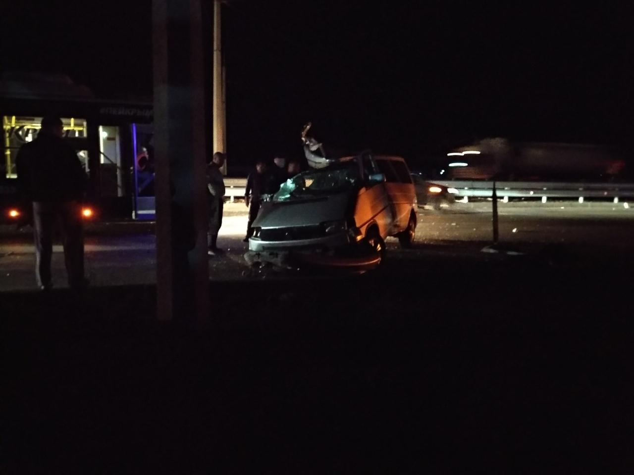 «Хотел проскочить, но не успел»: ночью в Симферополе произошло смертельное ДТП с участием микроавтобуса и КамАЗа