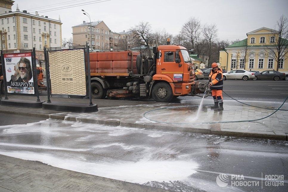 Из-за очистки тротуаров затопило центр Симферополя