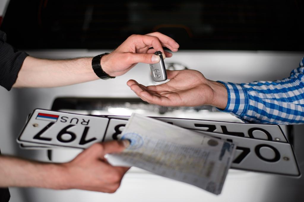 Вступают в силу новые правила регистрации автомобилей