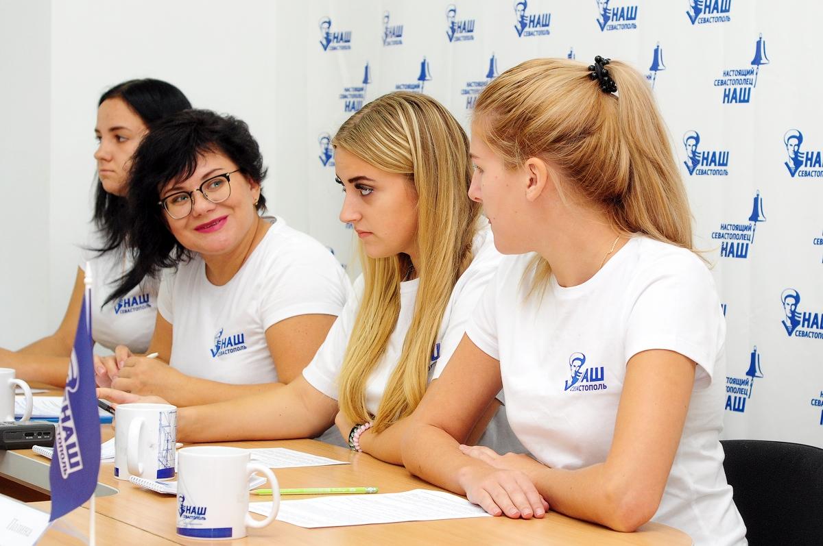Волонтеры «Нашего Севастополя» помогают воспитывать патриотов города