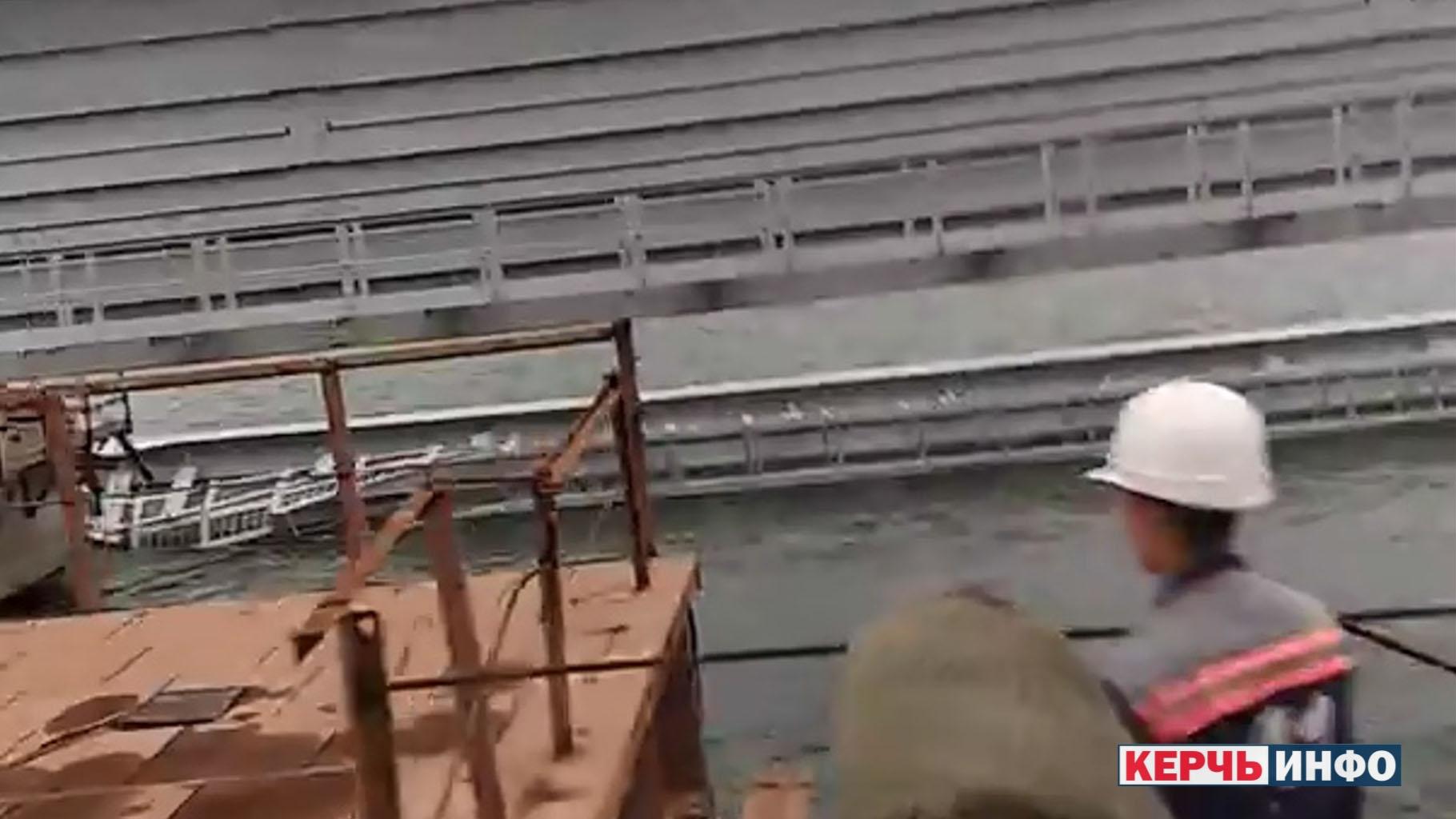 Опубликовано видео упавшего в море пролета железнодорожной части Крымского моста