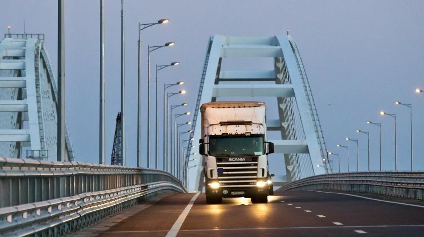 Больше двух тысяч фур проехали по Крымскому мосту за сутки