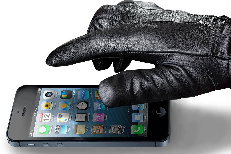 Внимание! В одном из оживленных районов Севастополя крадут телефоны