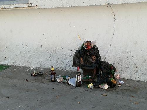 Пляж «Хрустальный» в Севастополе завален мусором