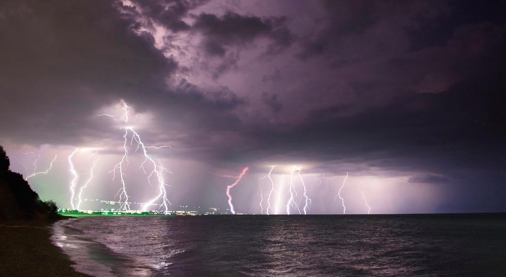После обеда на Крым обрушатся сильные дожди, грозы и шквалистый ветер