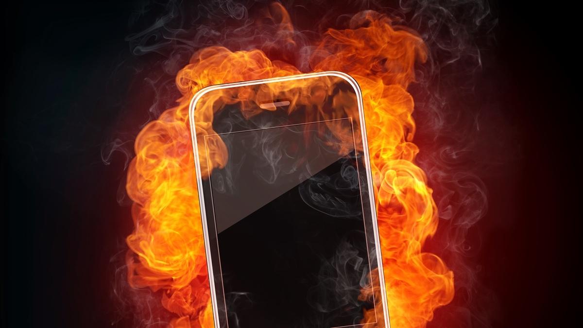 В Москве в кармане у парня взорвался IPhone: он госпитализирован с тяжелыми ожогами и ранениями