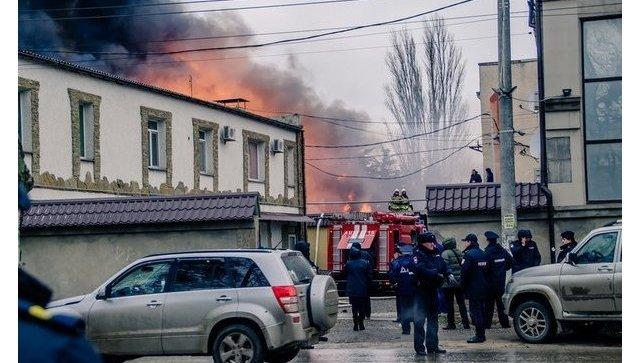 В Керчи горит крупный мебельный склад