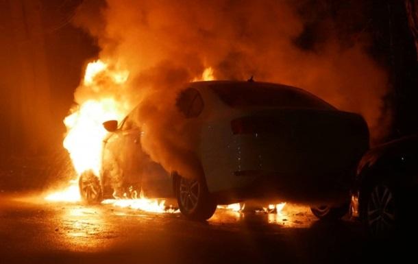 В центре Киева сгорел автомобиль с российскими дипломатическими номерами — СМИ