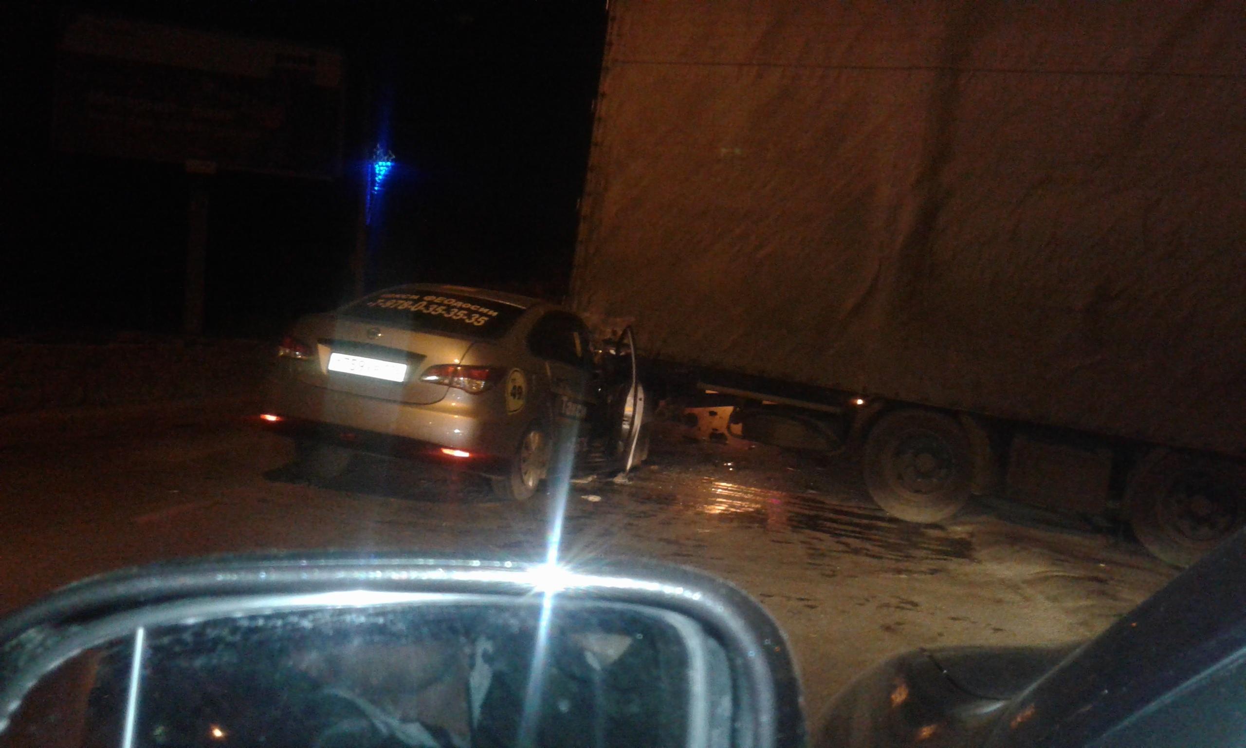 ДТП с участием грузовика в Феодосии – трое пострадавших (фото)