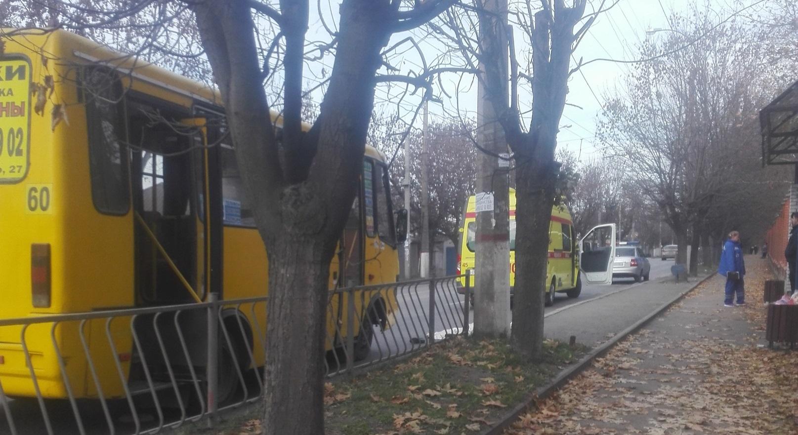 В Сети появились снимки с места ДТП в Симферополе, где погибла женщина