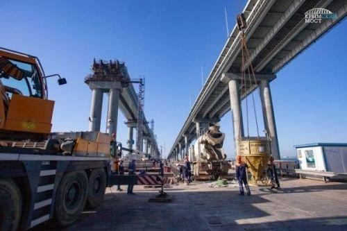 Появилось видео строительства железнодорожной части Крымского моста, снятое с коптера