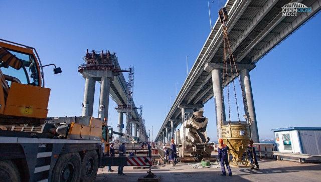 На Крымском мосту готовы все железнодорожные опоры