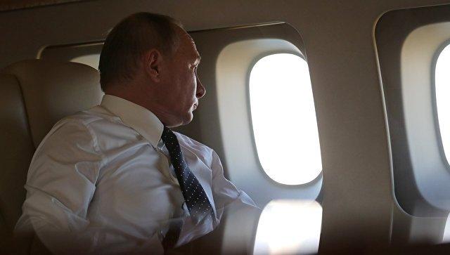 Песков рассказал, чем занимается Путин во время долгих перелетов