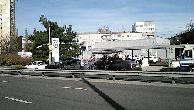 В Симферополе массовое ДТП на остановке общественного транспорта спровоцировало затор