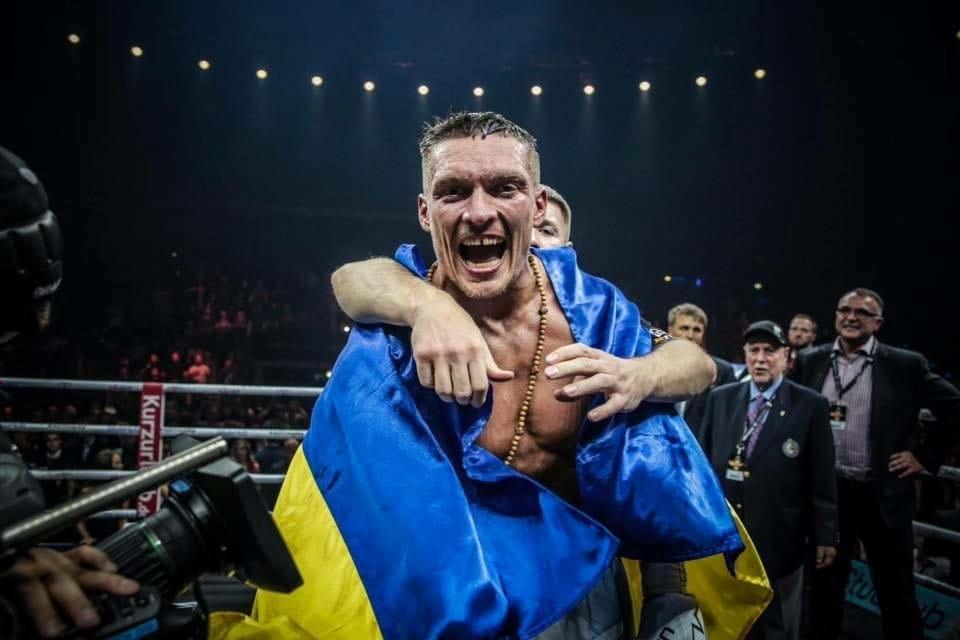 Усик защитил звание абсолютного чемпиона мира в тяжелом весе