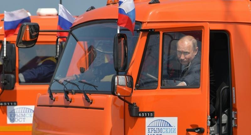 По Крымскому мосту запустили туры «на КамАЗе как Путин»