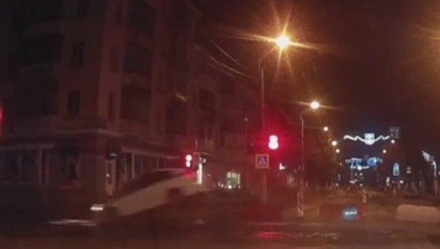Форсаж по-симферопольски: в центре города полицейская машина пролетела в воздухе над перекрестком