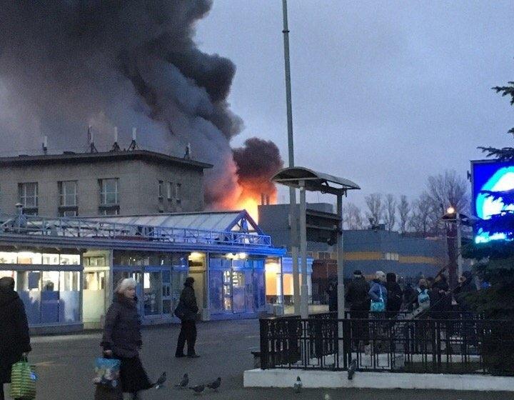 В Питере горит гипермаркет: эвакуированы 750 человек