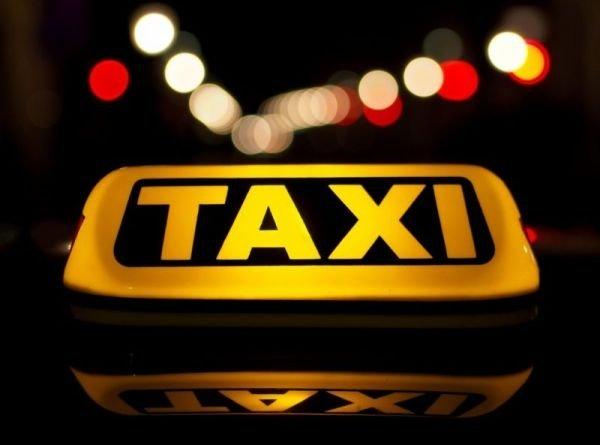 В Симферополе пассажир такси напал с ножом на водителя