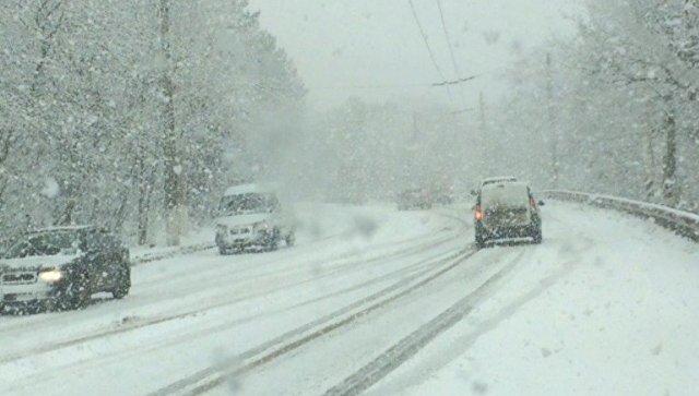 Внимание! На  Ангарском перевале выпал снег, автомобили и фуры заносит