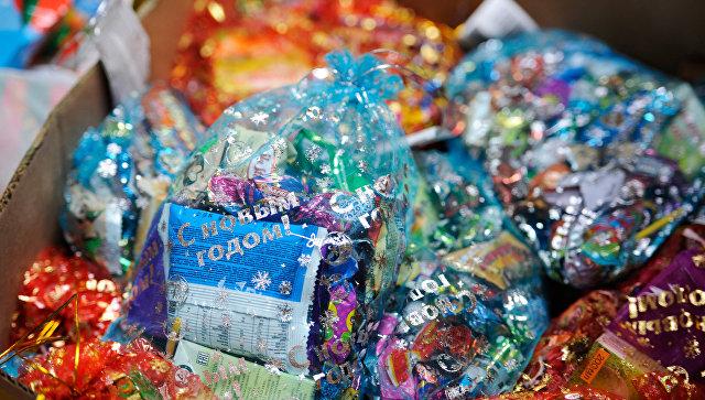 Роспотребнадзор дал рекомендации по выбору сладких новогодних подарков